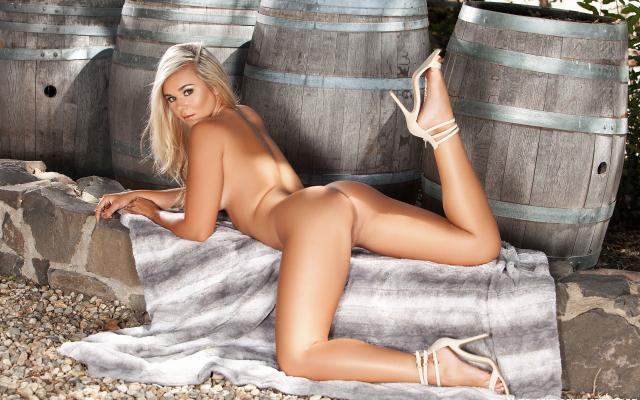TODO PORNO big booty in bed spread nude men
