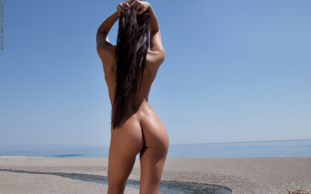 3000x2000 pix. Wallpaper mareeva, ass, tanned, beach, brunette, long hairs, perfect ass