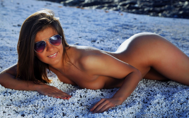 4324x2432 pix. Wallpaper smiling, sunglasses, brunette, tanned, beach