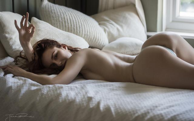 hot ass thong nude pics