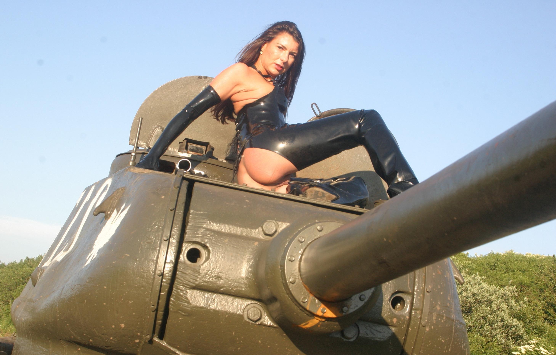 голые девушки на танке-чр3