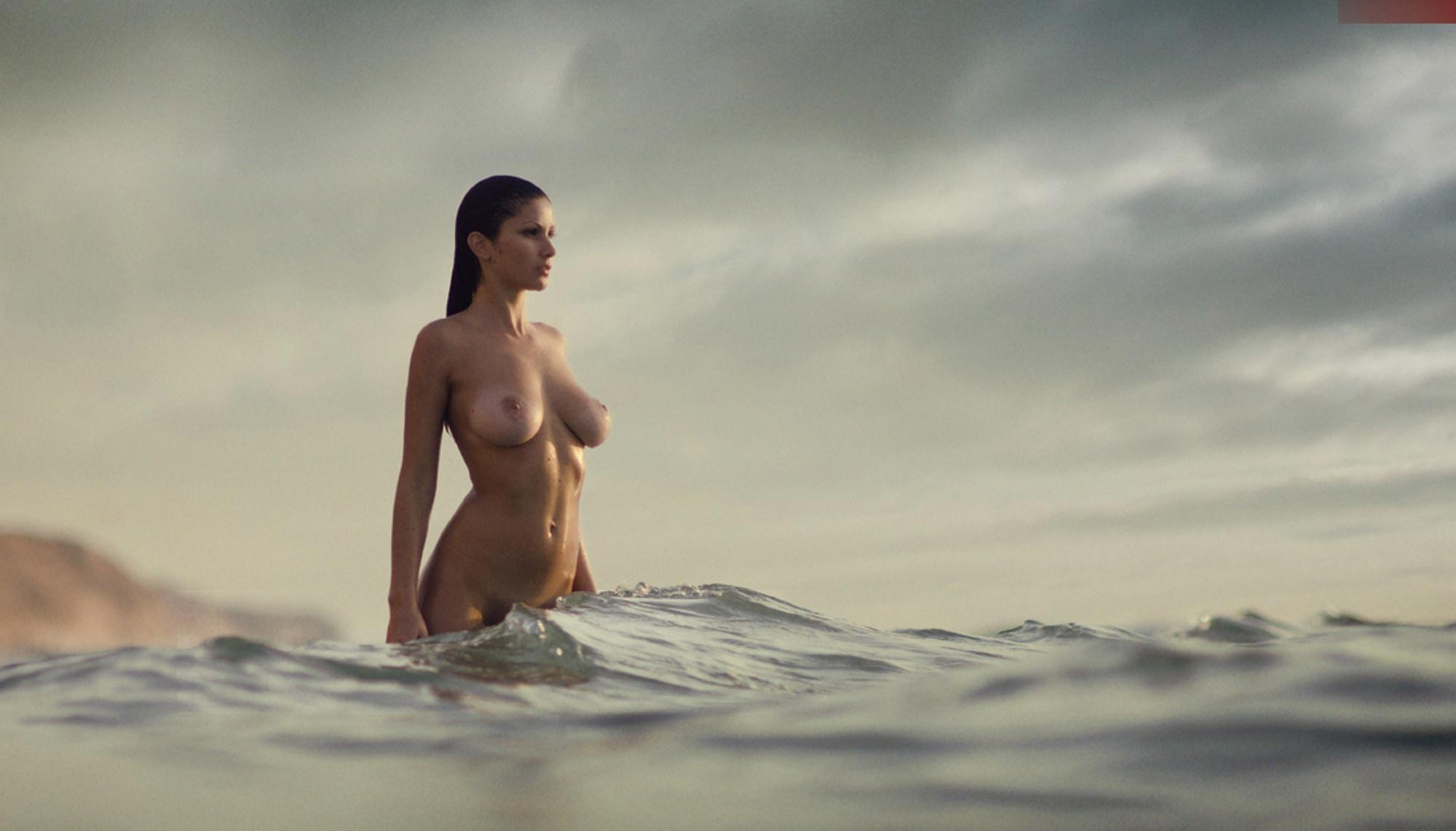 Эротические фото женщин в купальниках 17 фотография