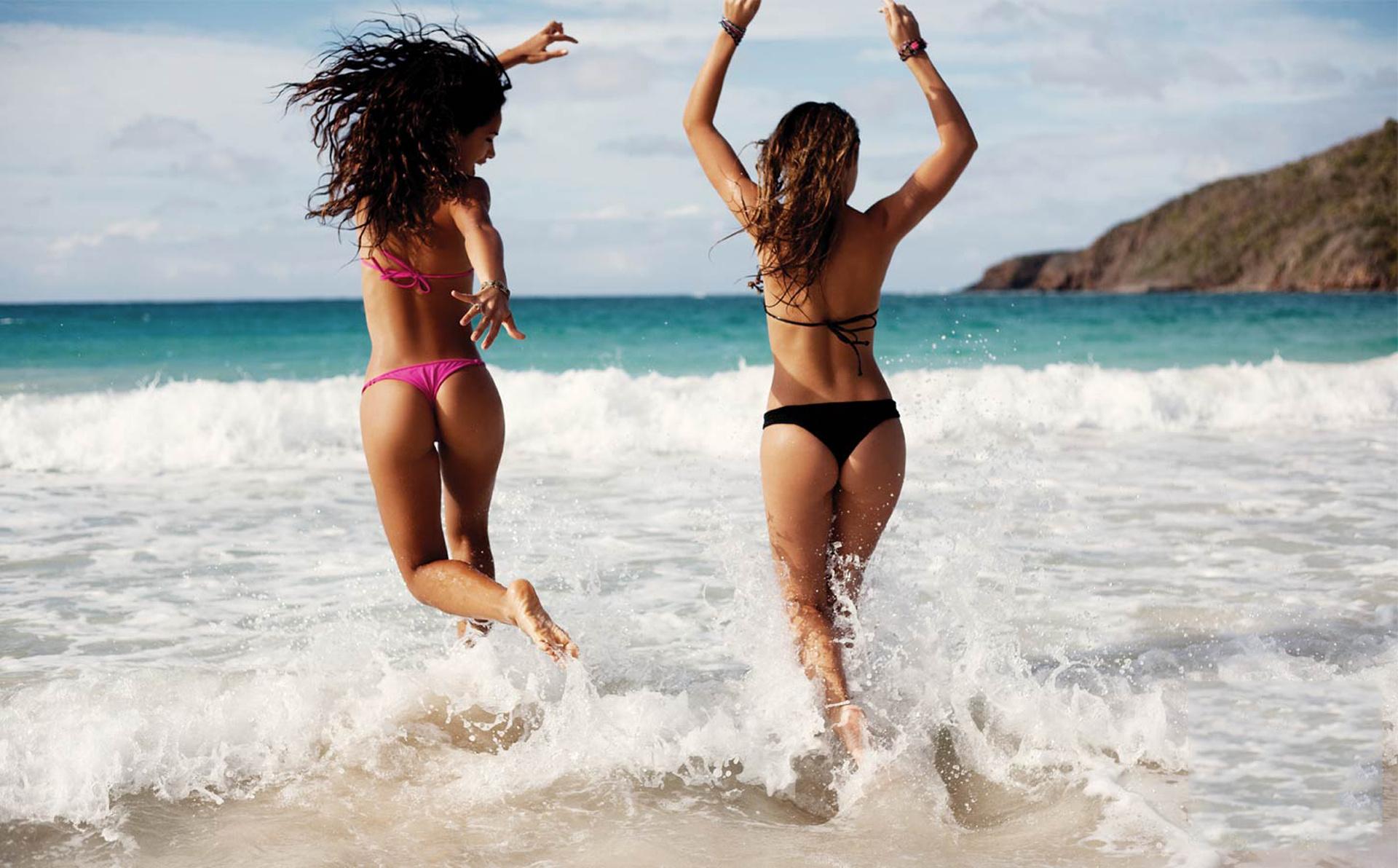 Фото подружек на пляже 6 фотография