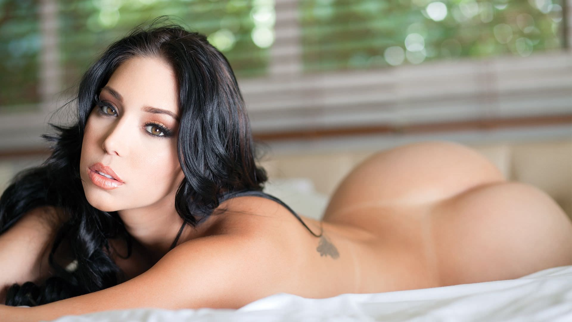 download 1920x1080 nude carolina petkoff ass tan lines in bed