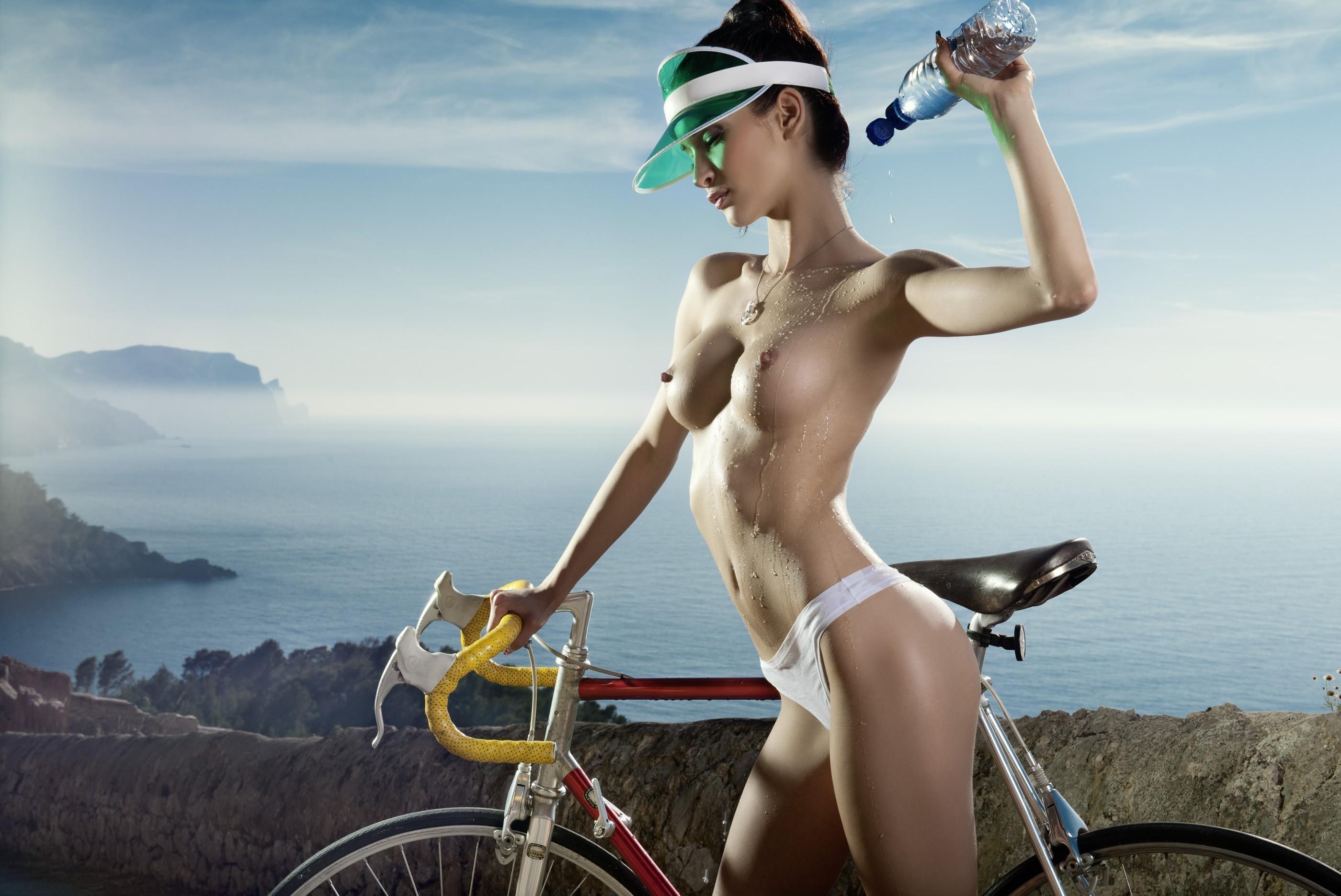 Эротика девушки на велосипеде 8 фотография