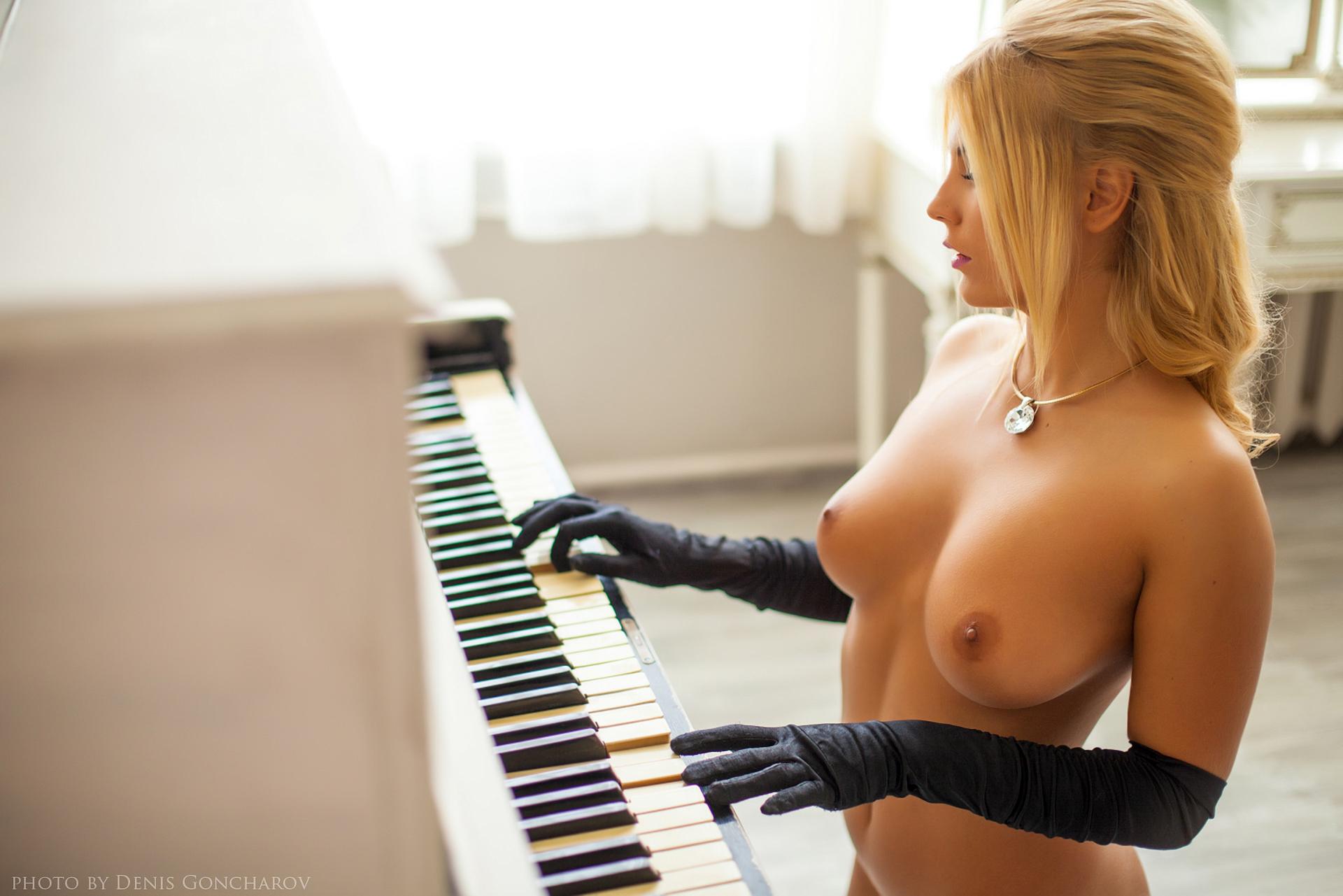 учитель на пианино порно эротика