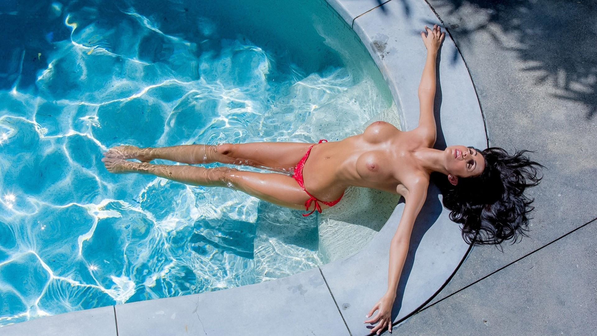 1080 bikini pics