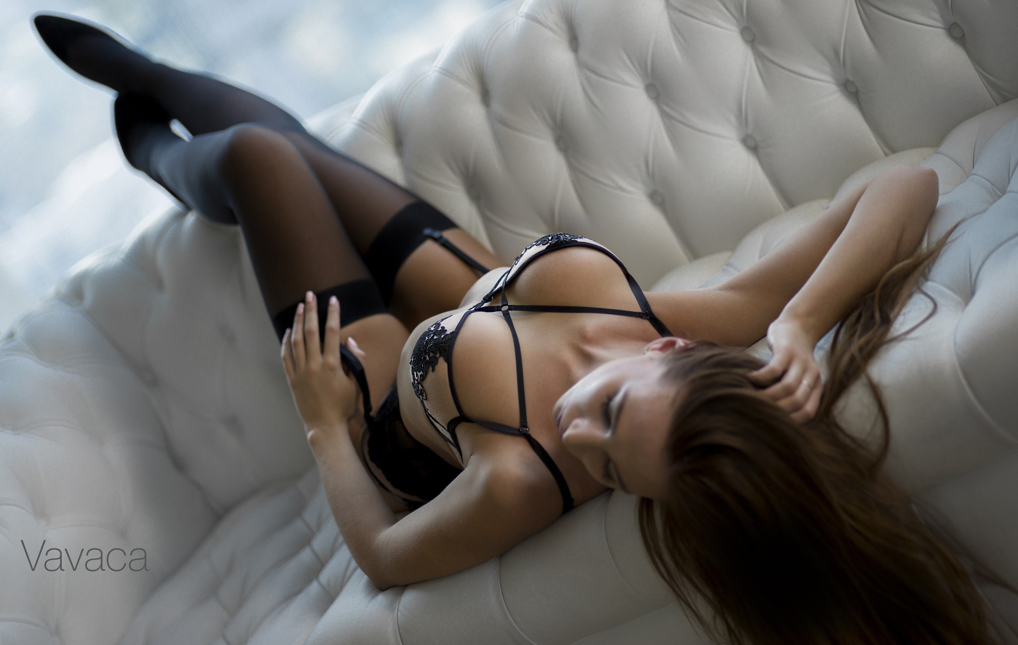 download 2048x1298 stockings model couch lingerie bra