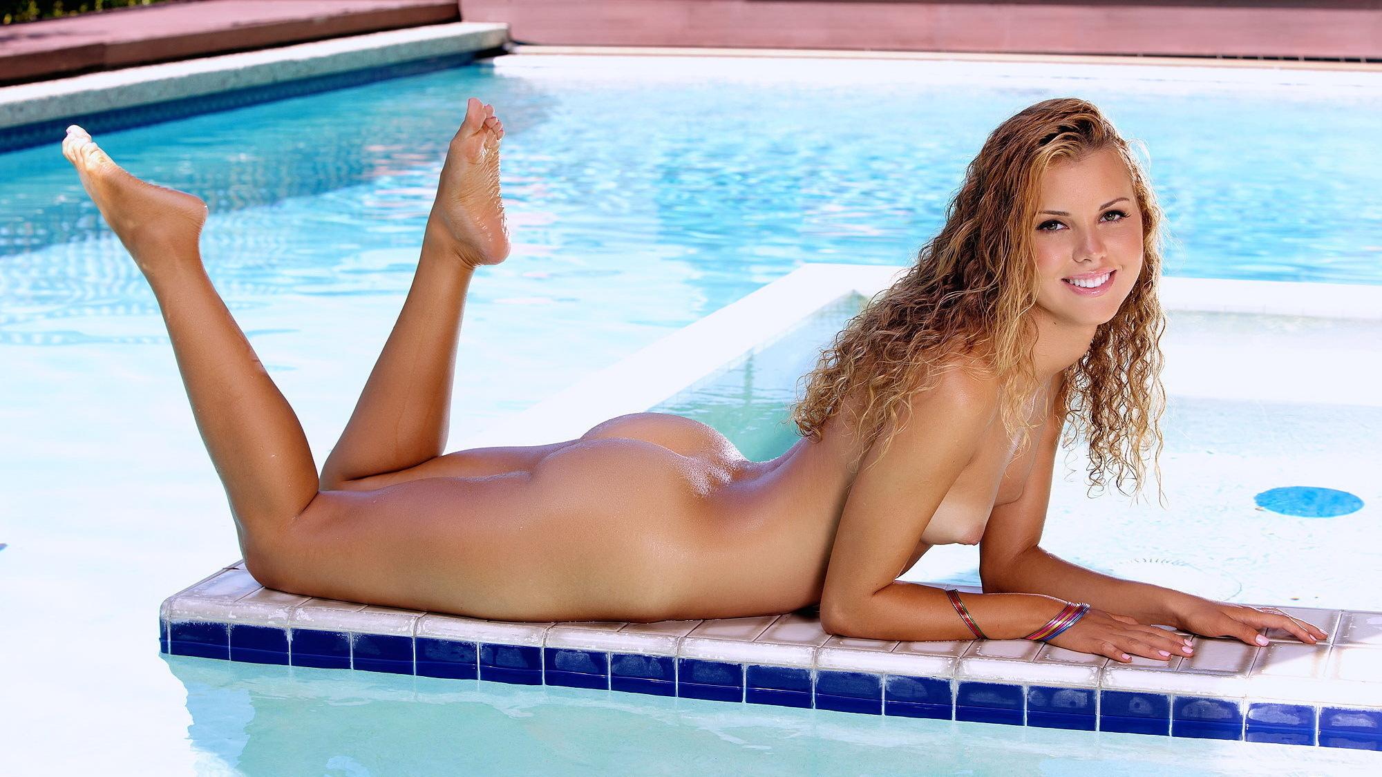 Секс с бразильянками у бассейна 15 фотография