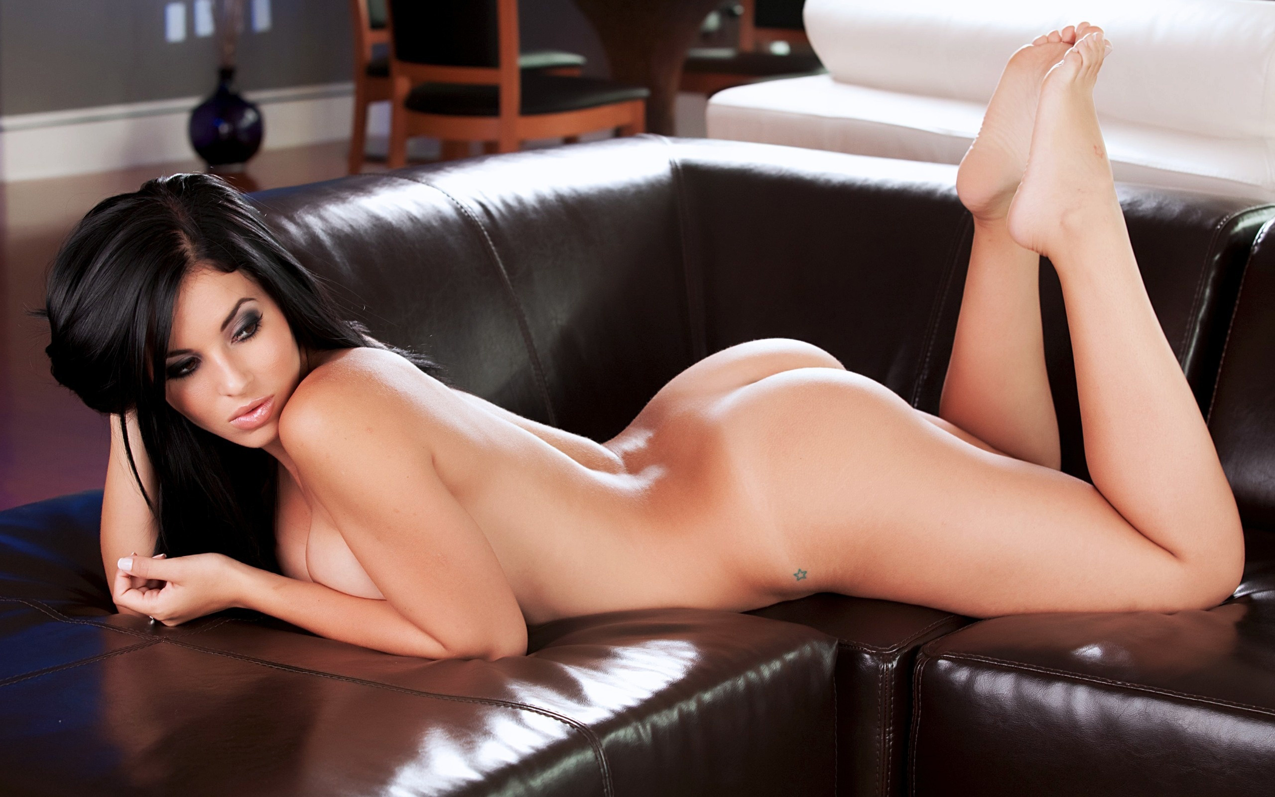 Фотосессия девушек брюнеток голых 22 фотография