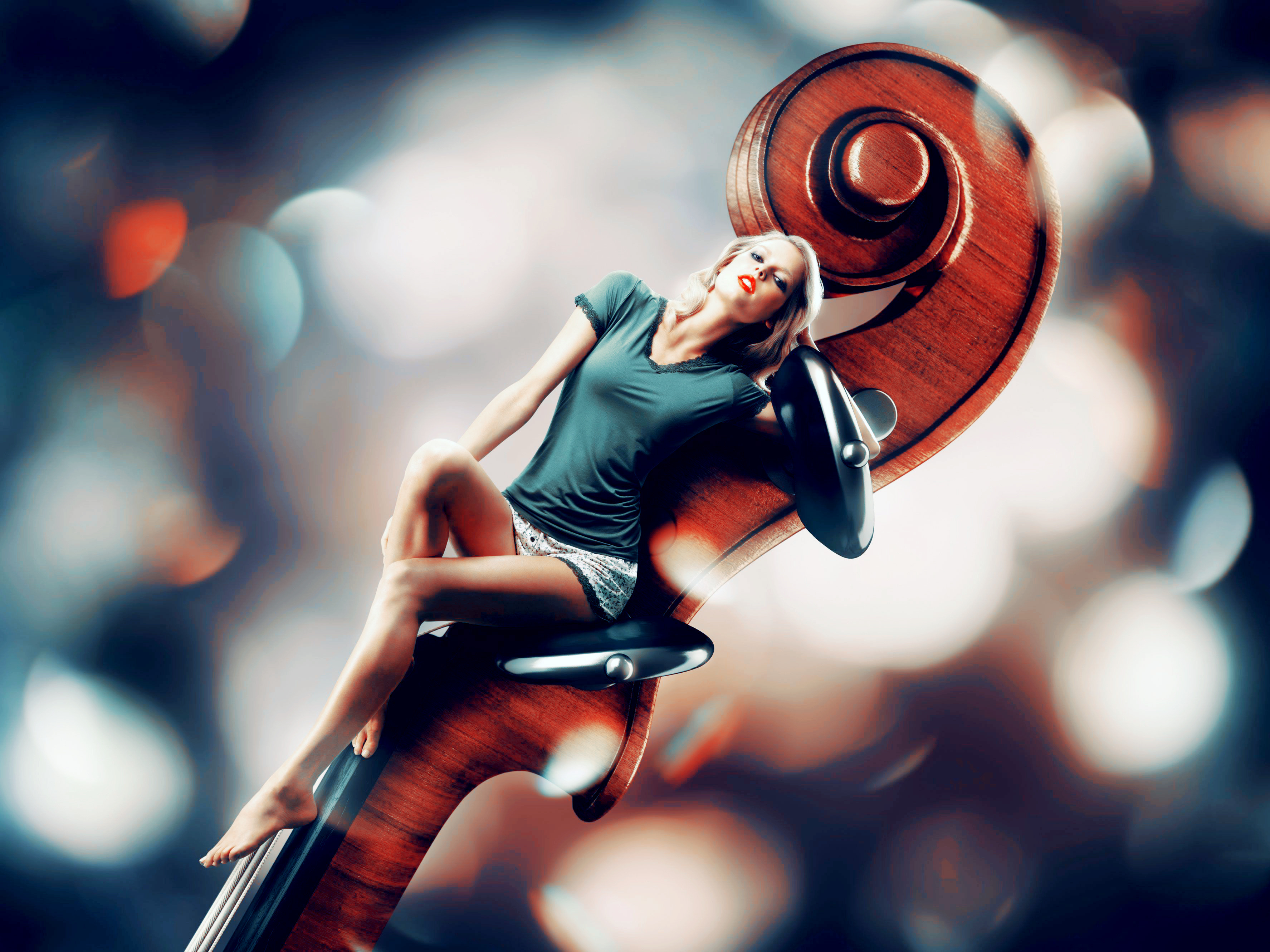 Девушка со скрипкой абстракция  № 2052340 без смс