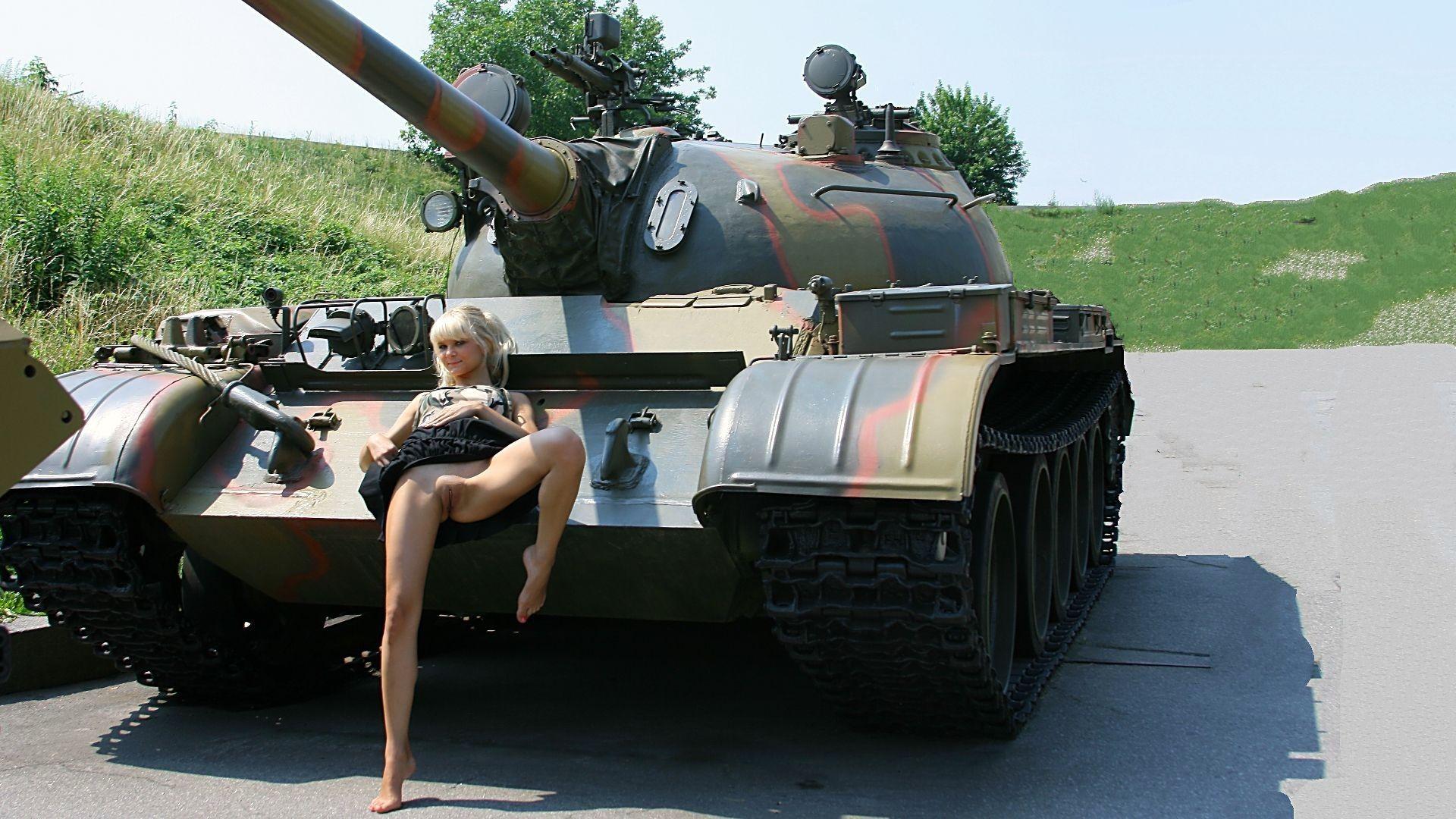Фото эротика на танке 8 фотография