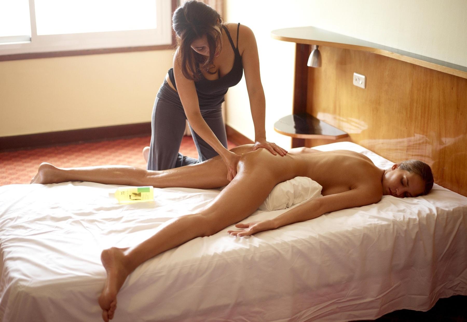 Смотреть красивые девушки делают эротически массаж 19 фотография