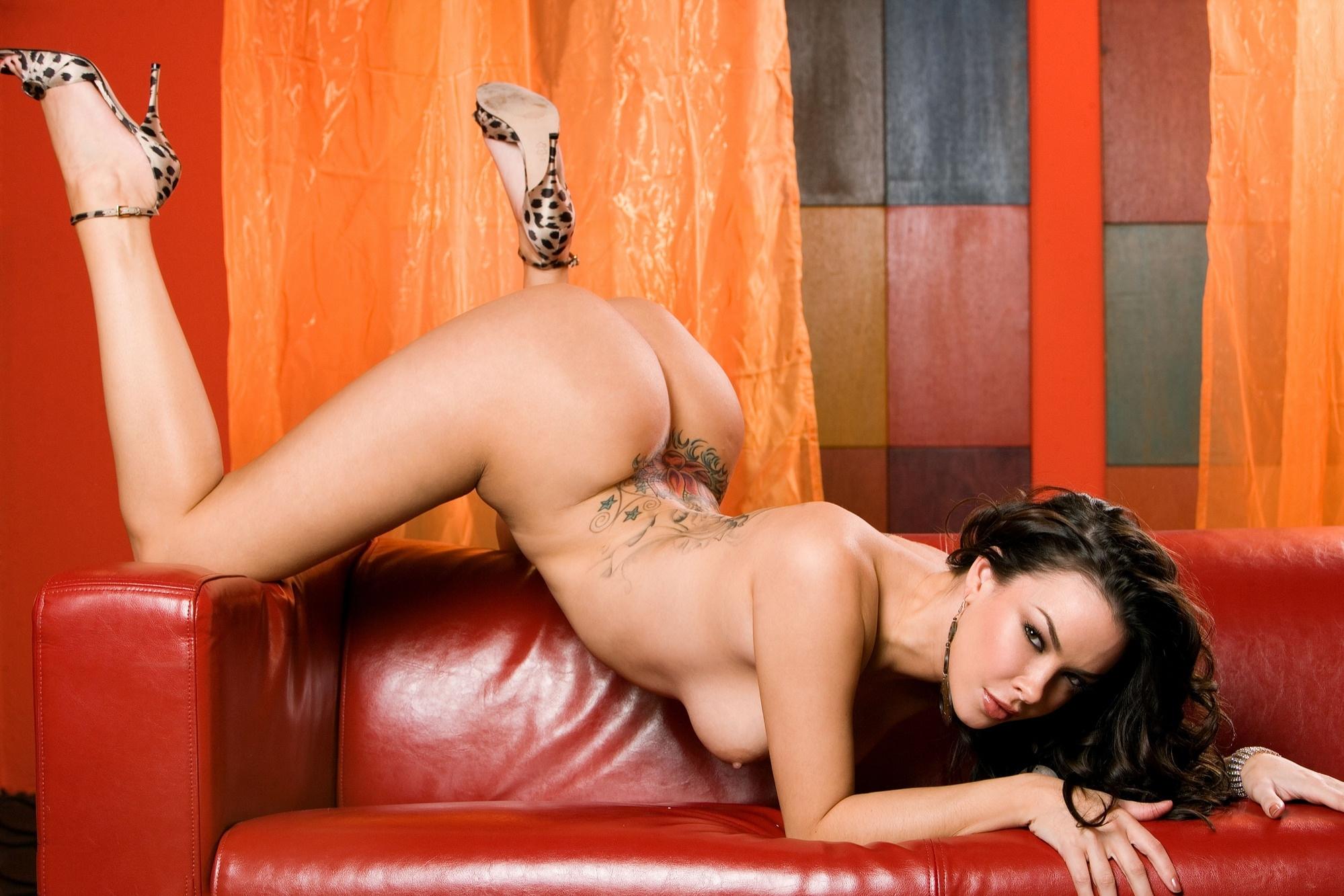Русское порно с брюнеткой с тату на пупке 11 фотография