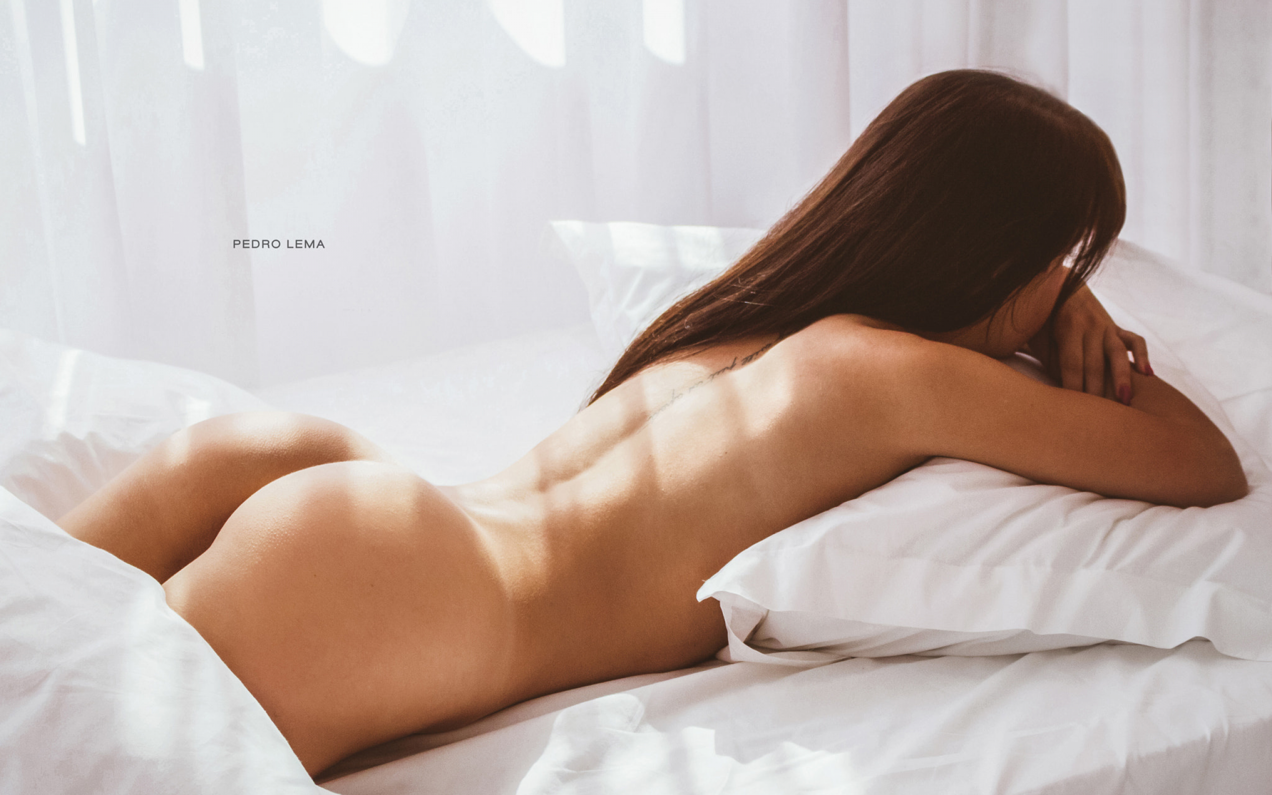 babes-naked-on-bed-ass-up-naturist