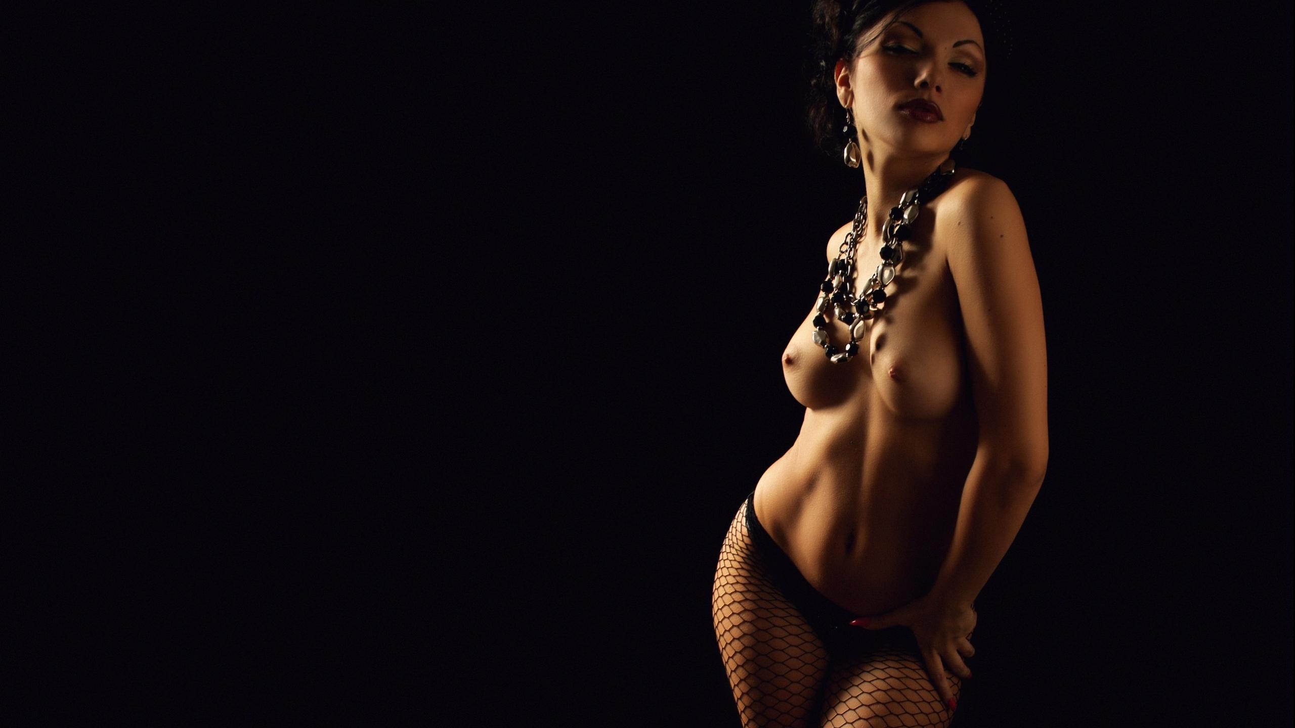 glamurnie-devushki-hd-erotika-onlayn-video-kak-ona-obnimaet-ego-nogami