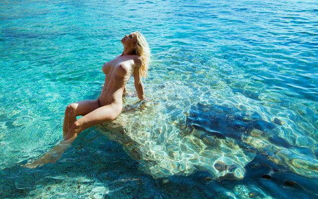 Opinion, Nude big boobs in water
