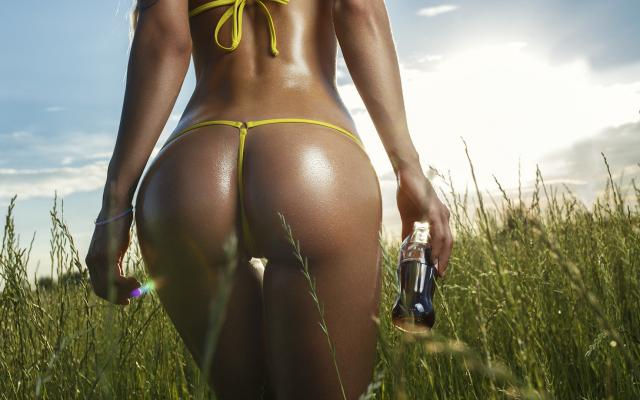 Photo Yellow Bikini, Ass, The Gap, Back, Coca-Cola, Bottle, Field, Body Oil, Oiled, Sexy Ass -1261