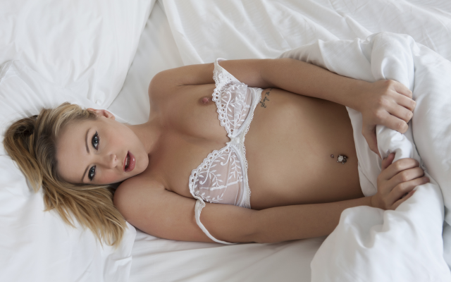3000x2000 pix. Wallpaper top view, pierced navel, white bra, tits, boobs, in bed