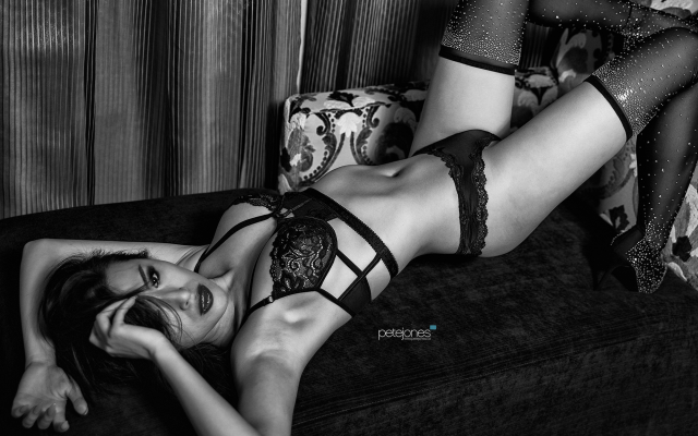 2000x1333 pix. Wallpaper monochrome, belly, black lingerie, lingerie, bra, panties