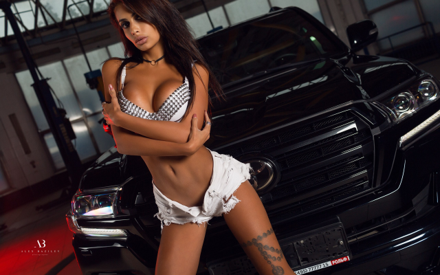 2560x1707 pix. Wallpaper tanned, jeans shorts, bra, belly, tattoo, cars, portrait, arms crossed