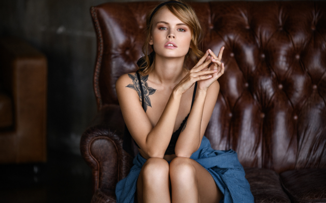 2000x1333 pix. Wallpaper anastasia scheglova, sitting, tattoo, couch, cute