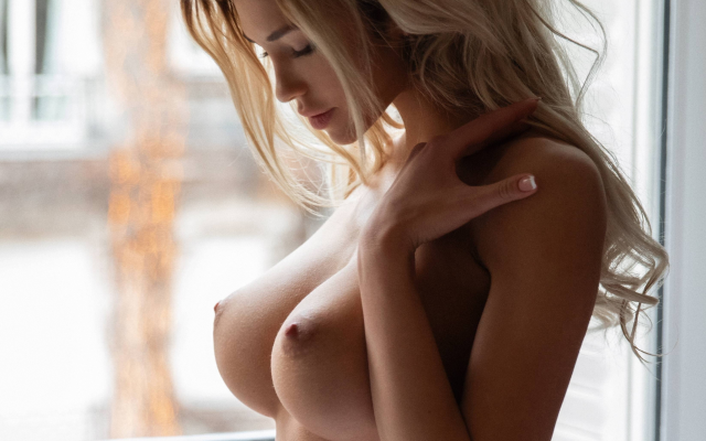 hot busty beautiful blondes nude