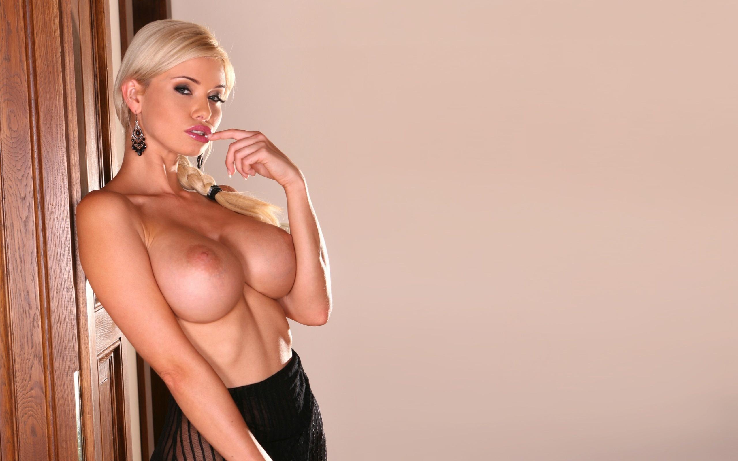 Blonde Boob Models
