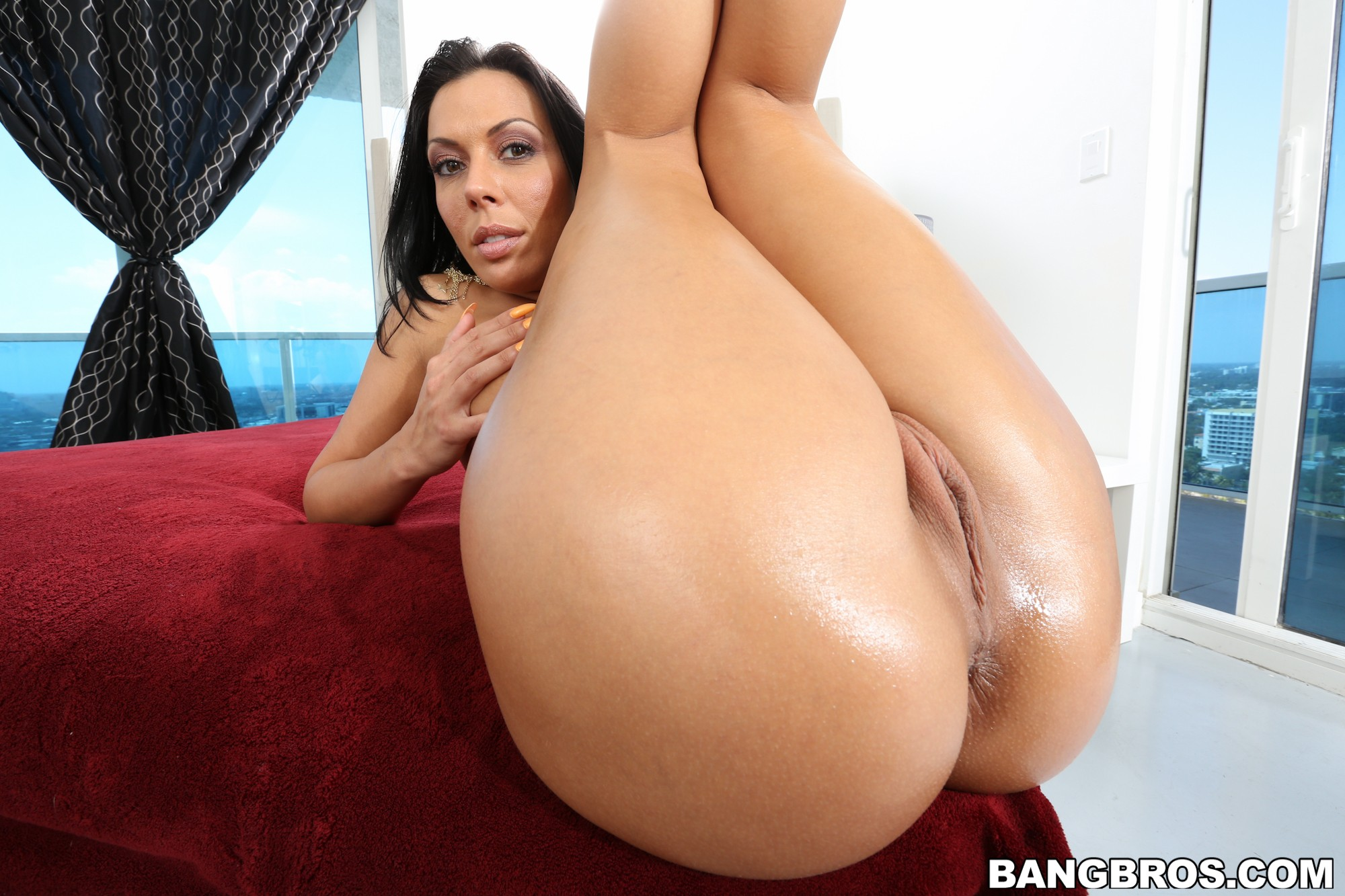 Brunette oiled ass and body anal destroy sexymassageoil