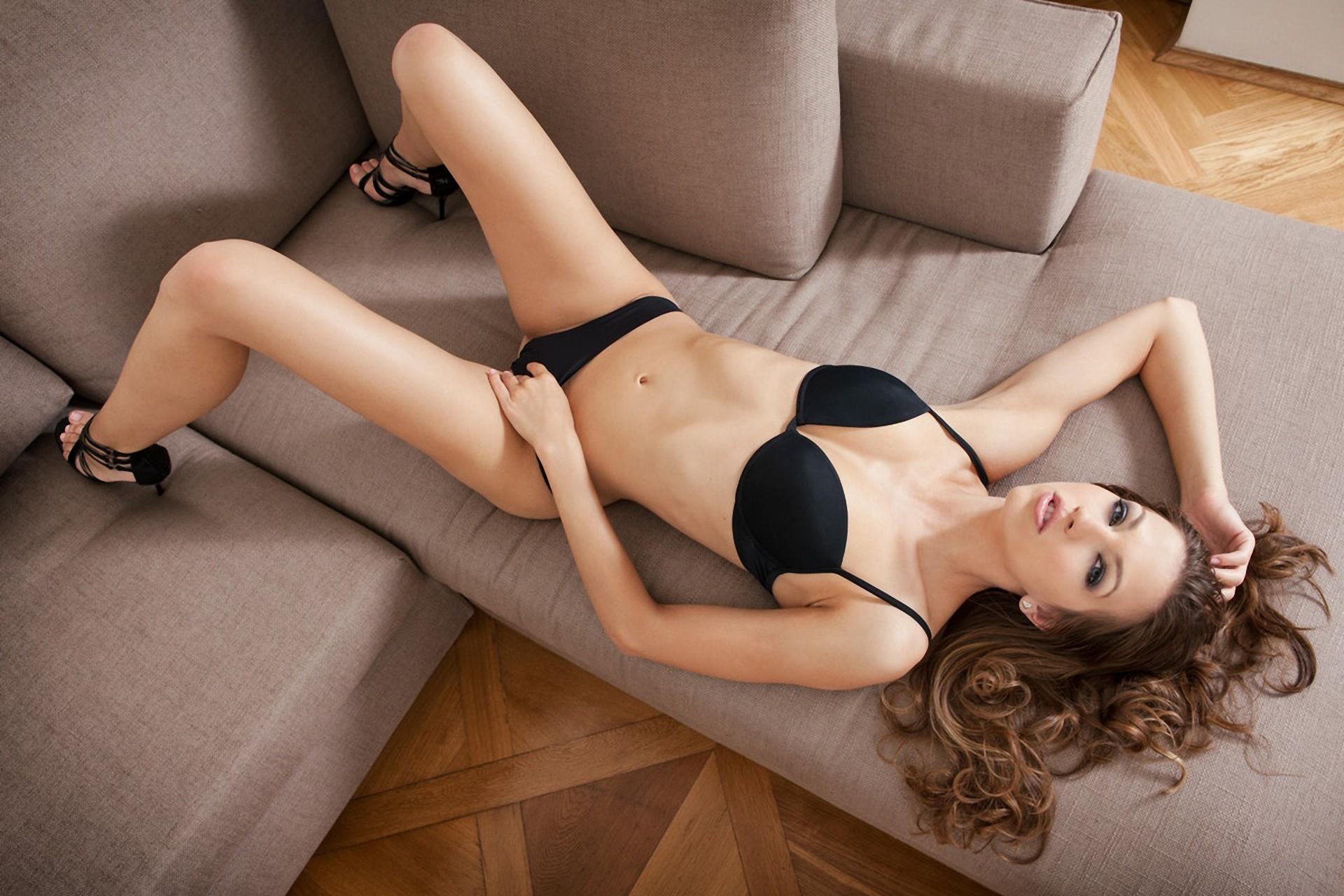 Looking for erotic, girls wearing pantyhose videos