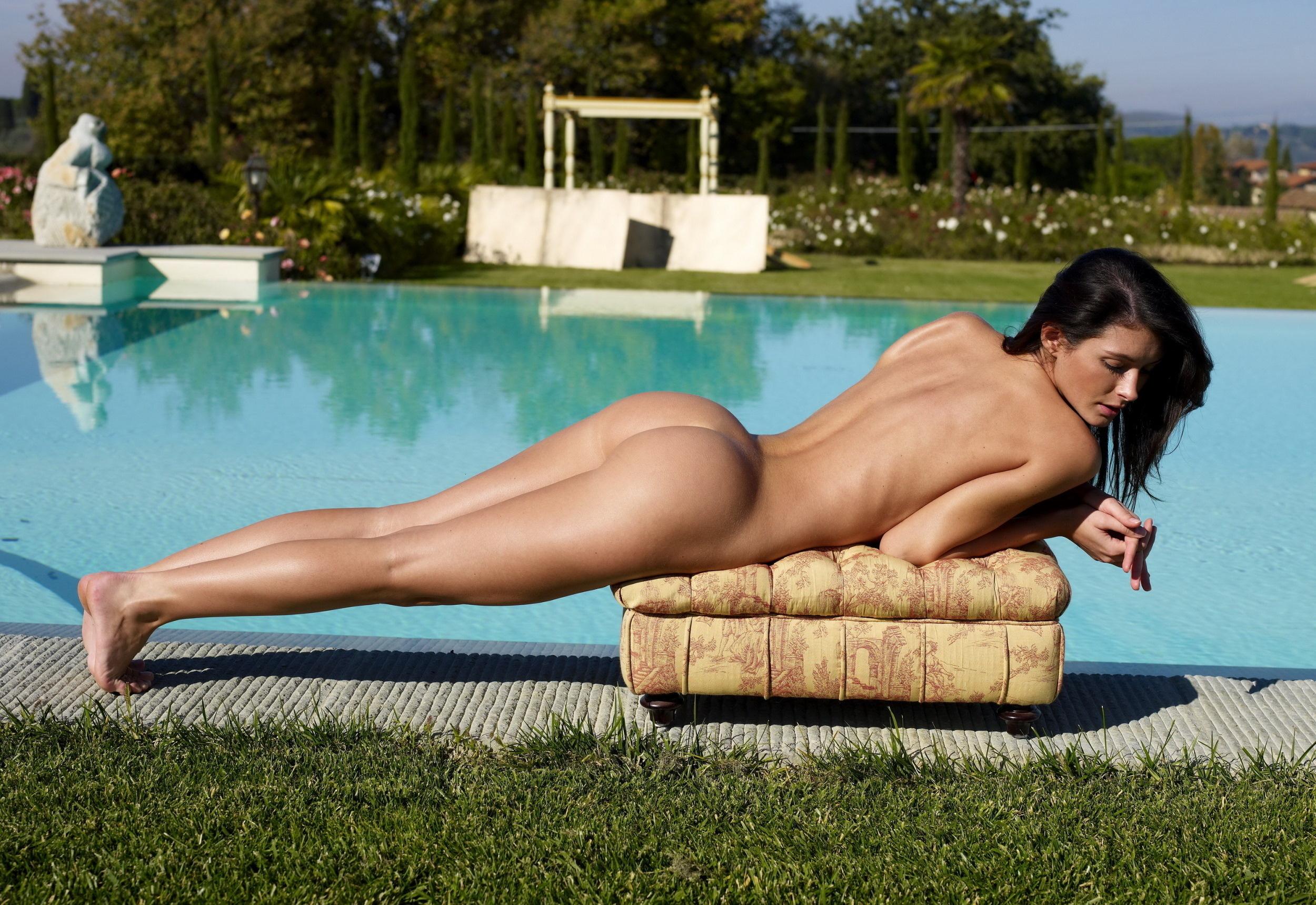 Download 2500x1719 brunette, water, girl, model, pool ...