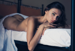 brunette, model, ass, in bed, sheets, naked wallpaper